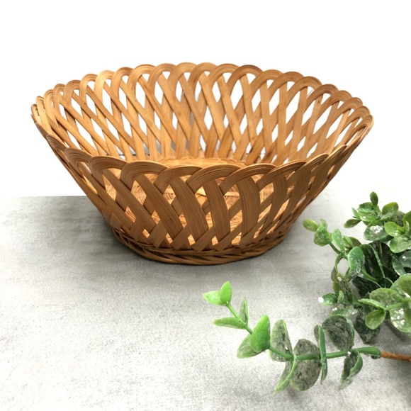 Vintage Woven Rounded Basket with Scallop Edges